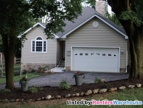 4005 Evergreen Dr, Hampstead, MD 21074